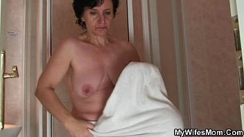 Father-in-law enjoys his son's wife body