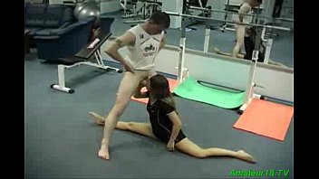 Flexible gymnast gets fucked and takes facial load